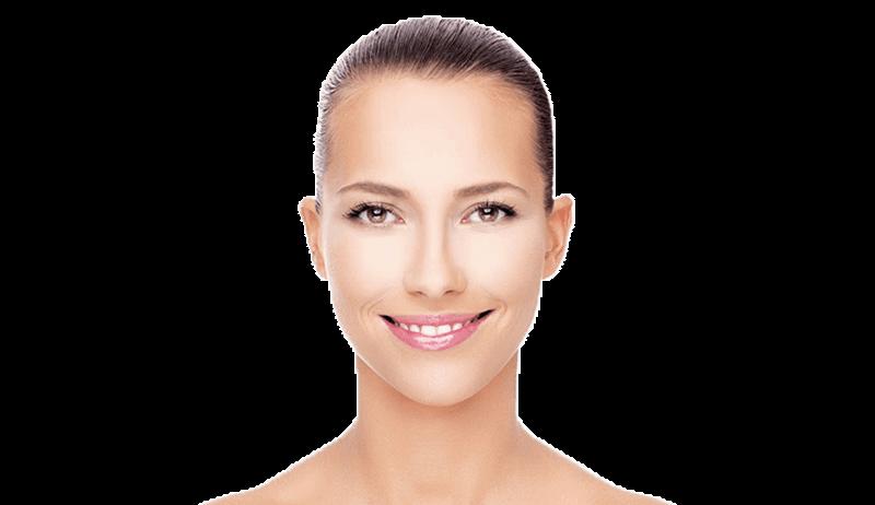 Lächelnde junge Frau im Portrait